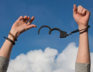 Zlostavljanja djelatnika u ugostiteljstvu: Pravodobna reakcija za rješavanje problema